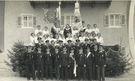 Gruppenfoto vor dem Pöschl Hof