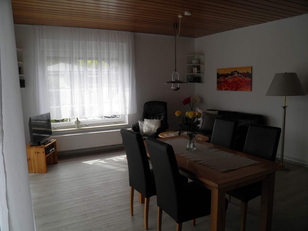 Wohnzimmer mit Essecke im EG