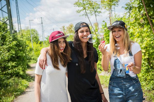 Drei Mädels und ihre seimoH Snapback