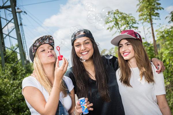 Lebensfreude und Freundschaft und Seifenblasen