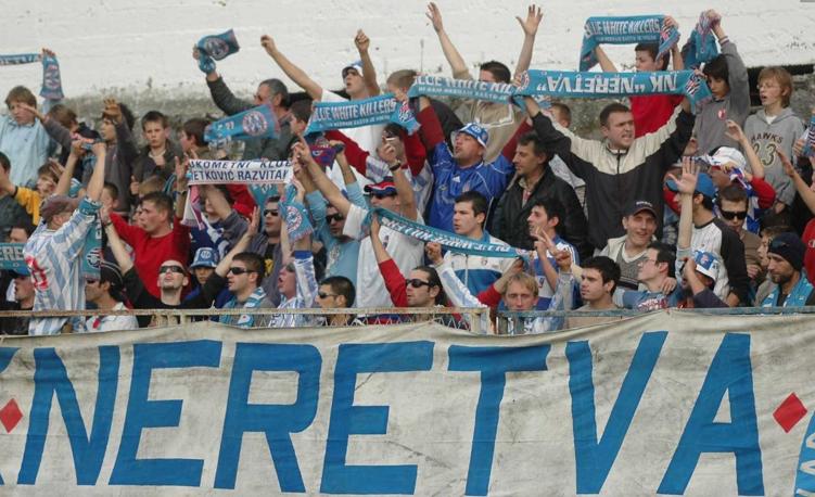 Quelle: http://metkovic-news.com/sport/dan-kad-je-modric-prvi-pogodio-a-legendarni-napadac-otkrio-kako-je-debi-za-inker-imao-u-dubrovniku/ (Testspiel gegen Dinamo Zagreb 2006)
