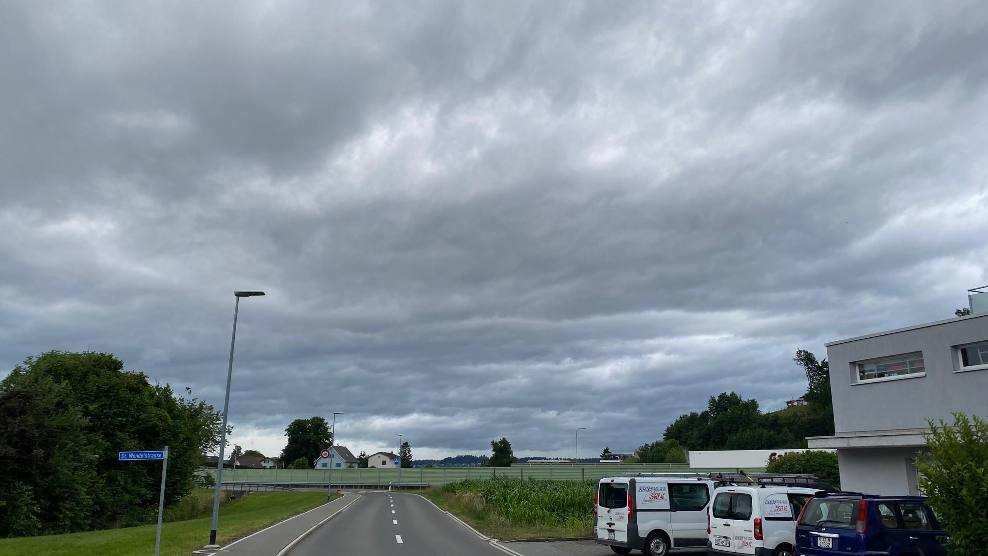 ..dunkle Wolken...