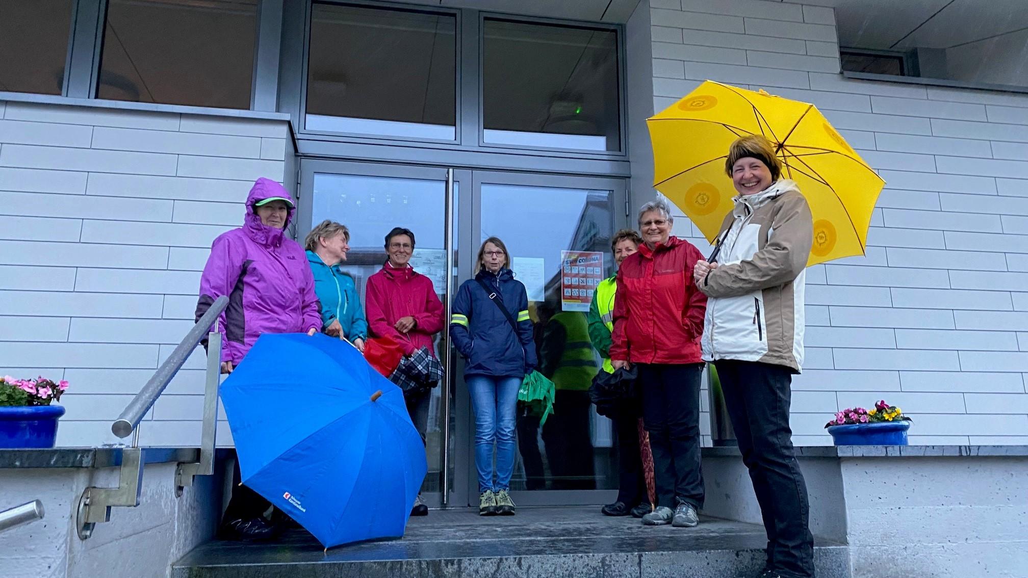 beim Treffpunkt regnet es bereits, trotzdem laufen wir natürlich unsere Mittwoch-Runde..