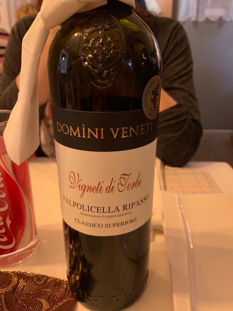 natürlich darf ein feiner Tropfen Rotwein nicht fehlen