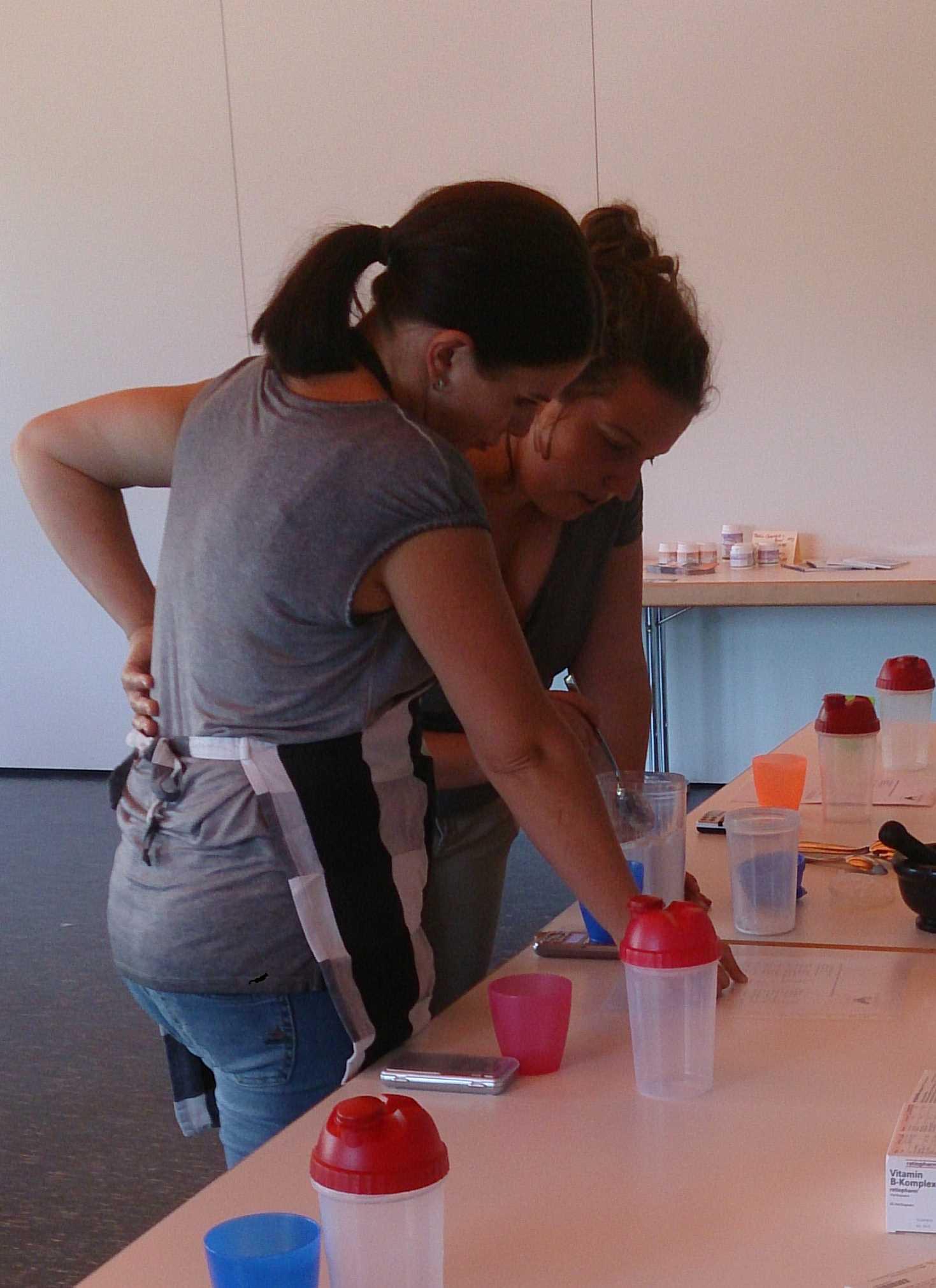 Paarweise haben die Teilnehmerinnen die Rezepte zubereitet