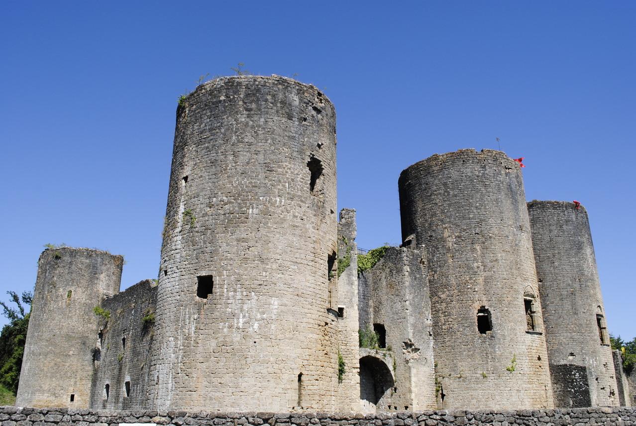 Château de Villandraut, façade sud