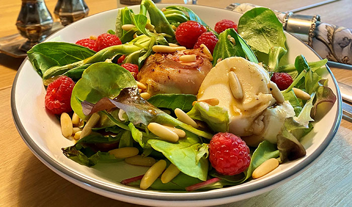 Blattsalate mit Ziegenfrischkäse