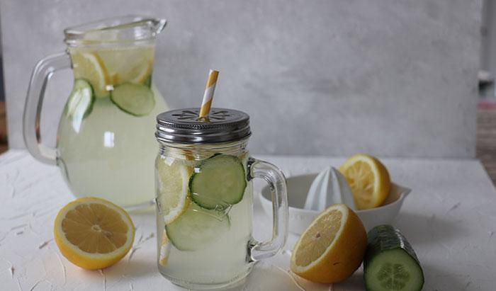 Zitronenlimonade mit Gurke