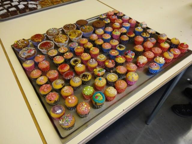 """Desserts - Grosser Dank an den Workshop """"Kreative Desserts backen"""" mit Frau Wernli und Frau Lattmann"""