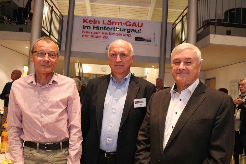 Aviatik-Experte Stefan Ryser, Vereinspräsident Josef Imhof und Guido Grütter, Gemeindepräsident Münchwilen und Präsident Regio Wil. (Bild: Christof Lampart)