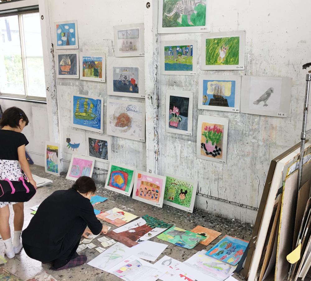 子供絵画教室プチポン、展示に向けて