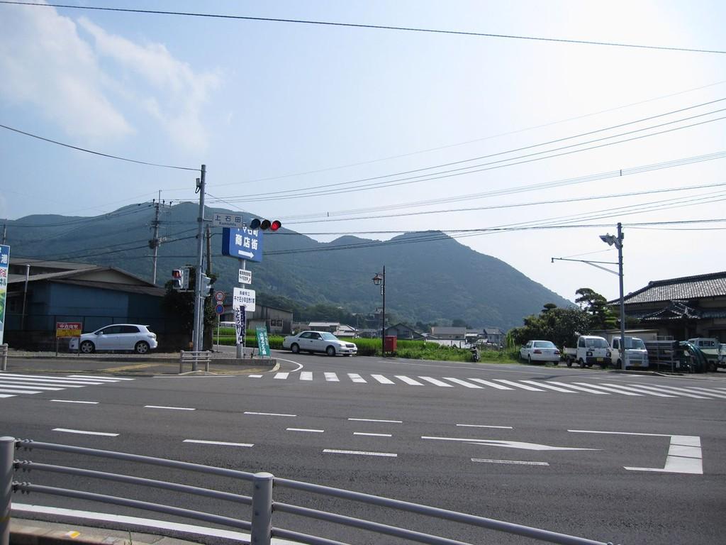 上石田の交差点を商店街方向へ
