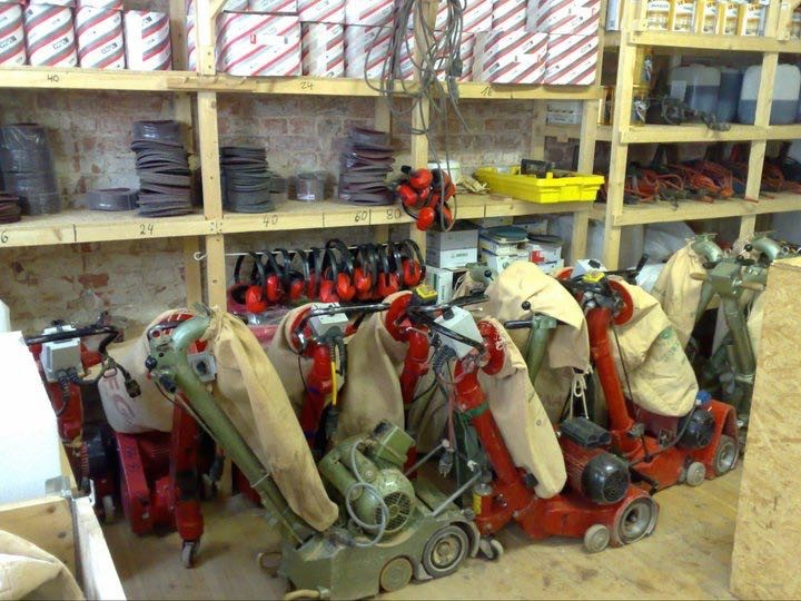 Parkettschleifmaschinen im Schleifset 1 für 15 € pro Tag oder 25 € das Wochenende (Fr-Mo)