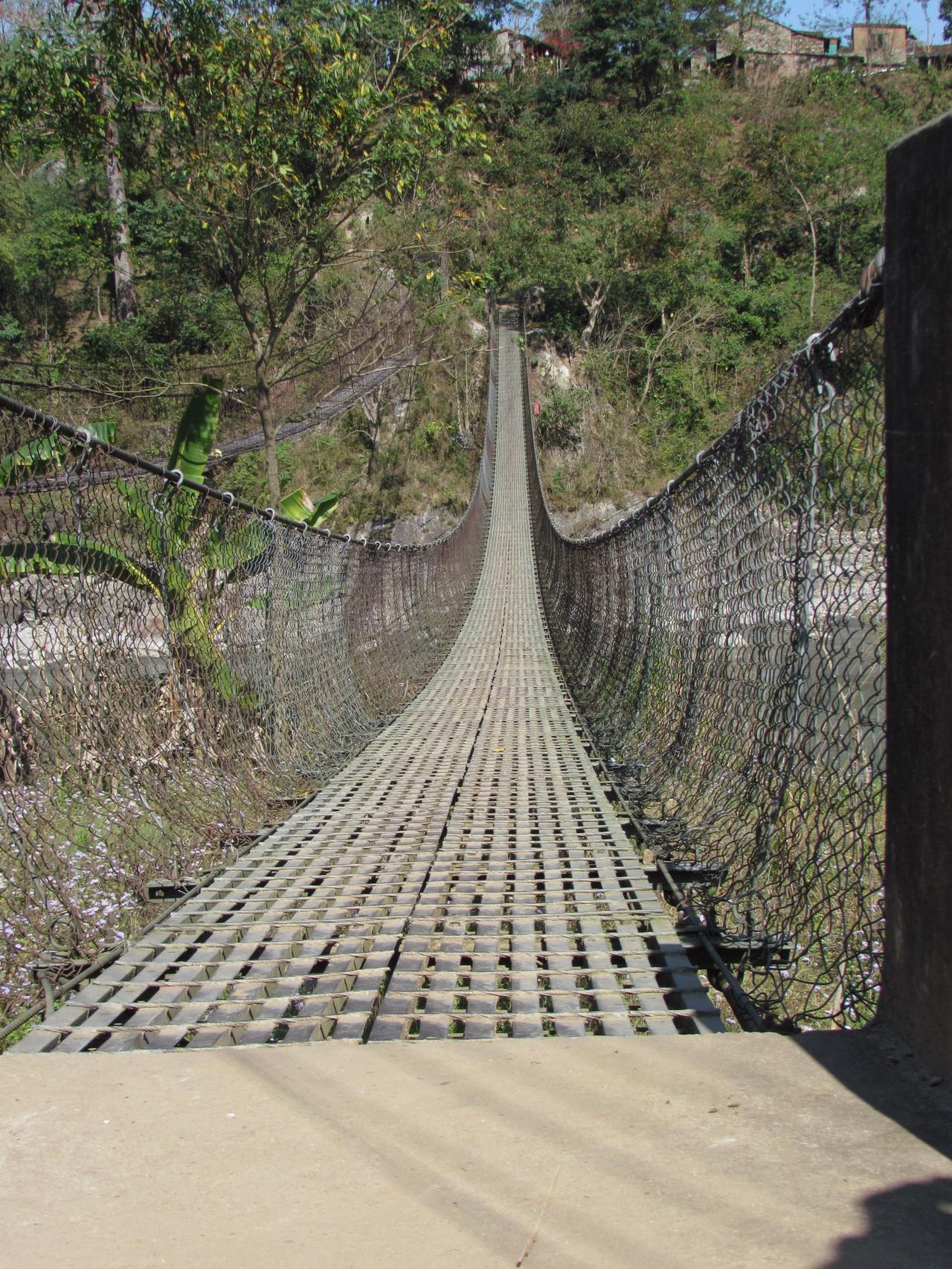 Brücke ins Dorf