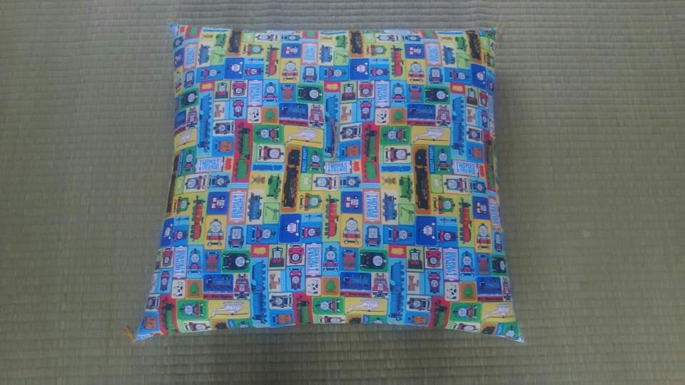 綿わた手作り座布団 銘仙伴 トーマス 55×59㎝ ¥2,800