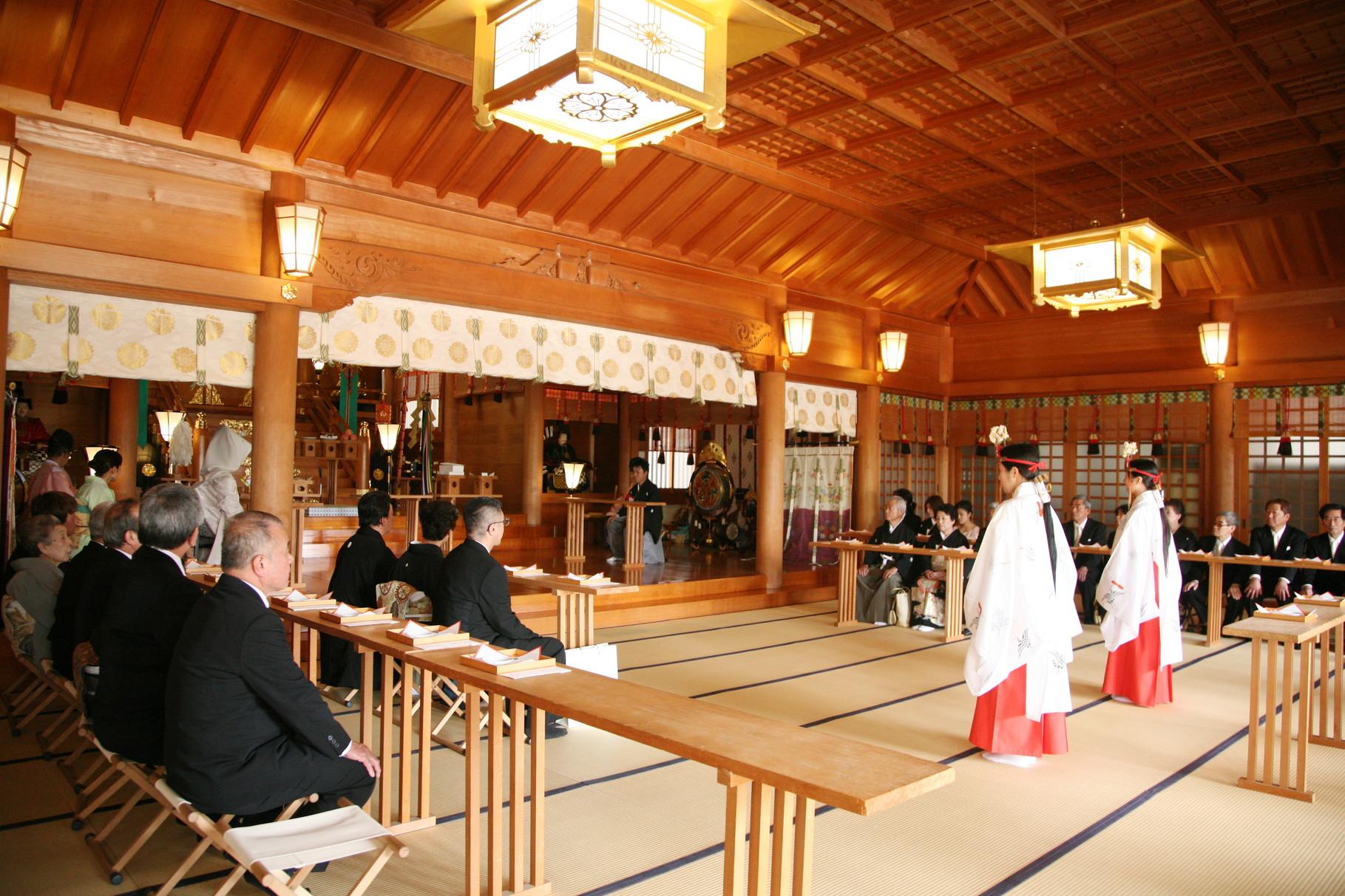 拝殿での神前結婚式