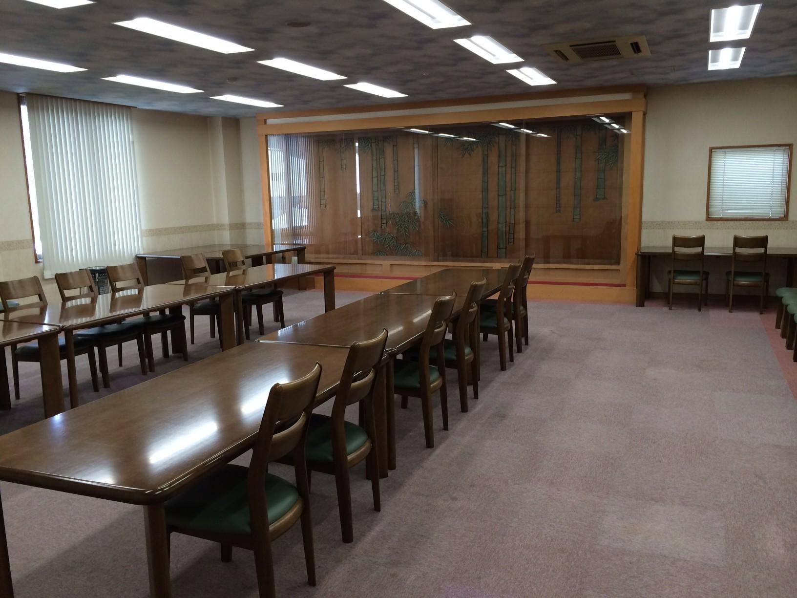 洋間の小部屋は、会議や小宴会