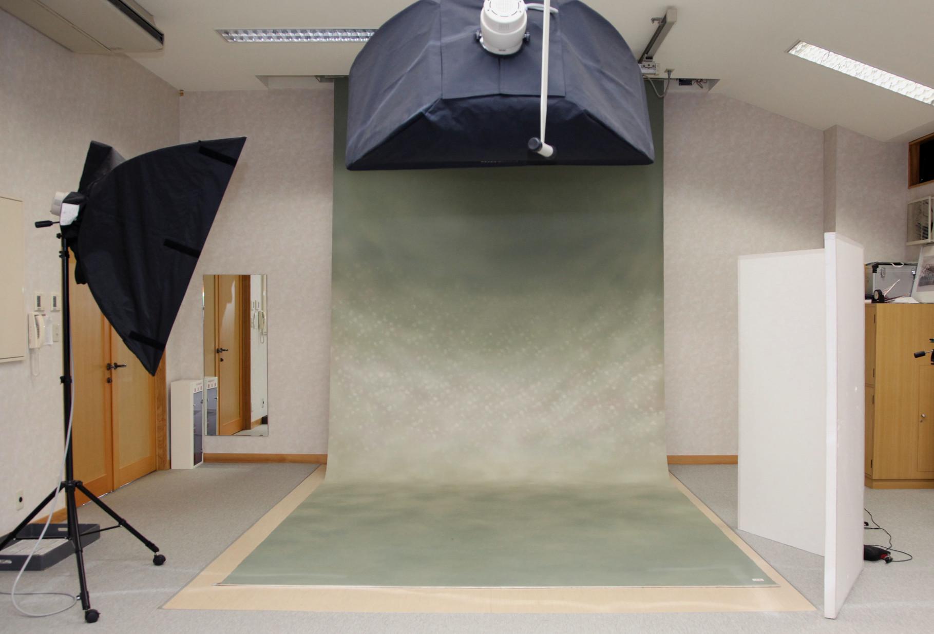 照明設備が完備した常設スタジオ