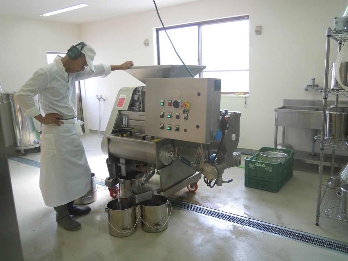 オリーブオイルの搾油機