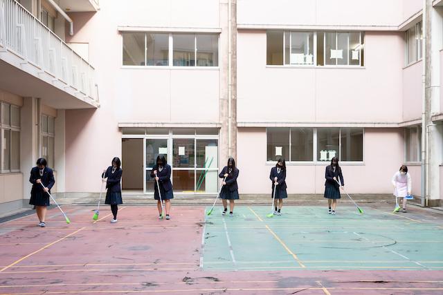 出張撮影 学校 女性カメラマン 授業風景 記念写真