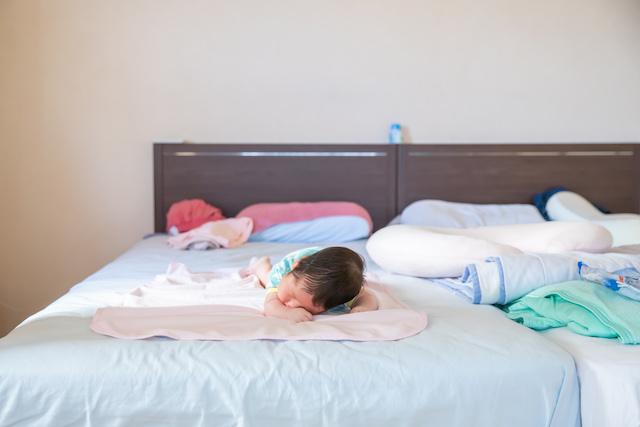 東京 練馬区 光が丘 出張撮影 家族 赤ちゃん 生後2ヶ月 うつ伏せ練習 自宅撮影 育児 子育て