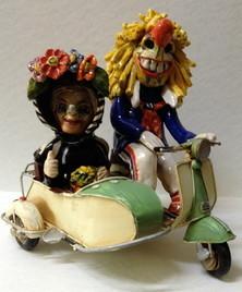 Fasnachtsfiguren, Vespa und Seitenwagen, Waggis und Tante, Keramik