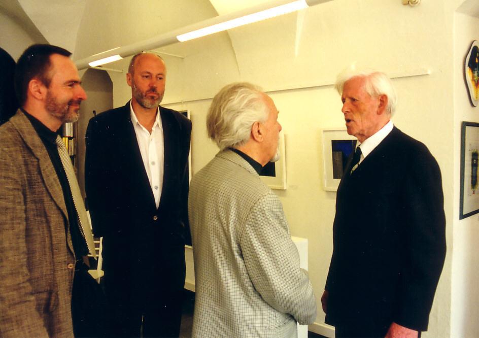 v.r. Bauhausschüler Heinrich Neuy, Rudolf Ortner, Ralph Herrmann, Michael Siebenbrodt vom Bauhausmuseum Weimar