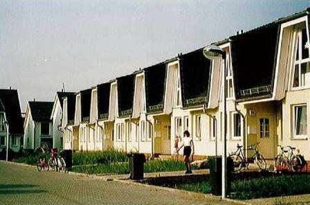 Thomas-Müntzer-Straße,  15806 Zossen,  77 Einfamilienhäuser und 125 Wohnungen in Geschossbauten