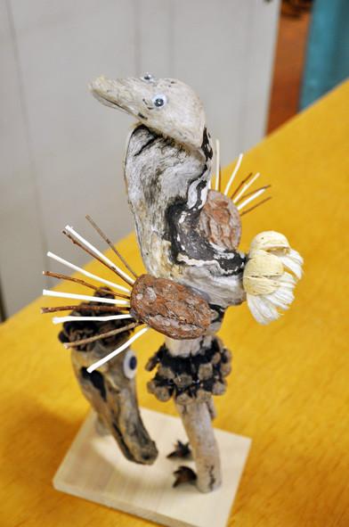 「ツル」素材の使い方が繊細で、羽根の造形が素晴らしい〜。