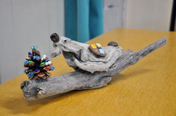 「とり」最小限の異素材を使って、流木の素朴感を引き立たせるのは、案外難しいのです。