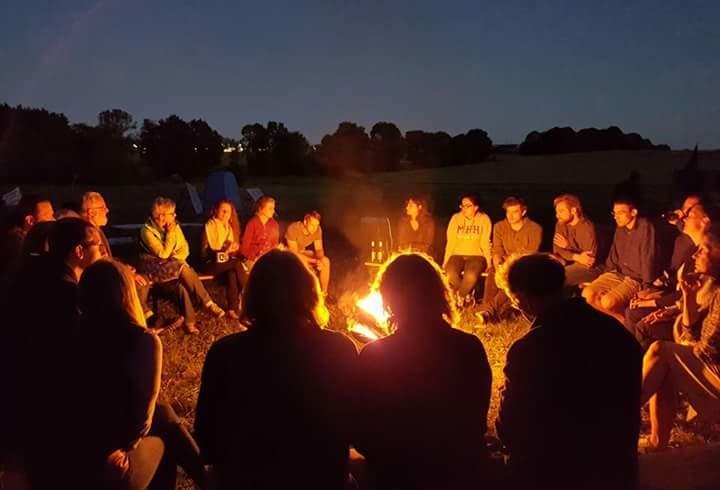 Am Camp-Feuer