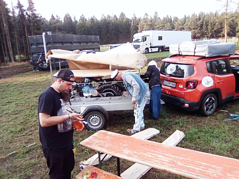 Tag 1.Die Ankunft und der Aufbau des Camps in Hartenholm. Viele Hände, schnelles ende