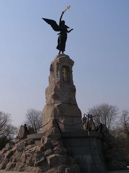 """памятник броненосцу """"Русалка"""""""