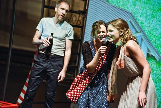 Szenenfoto Theater Sankt Gallen 2015, Oliver Losehand, Wendy Michelle Güntensperger, Danielle Green (c) Tine Edel