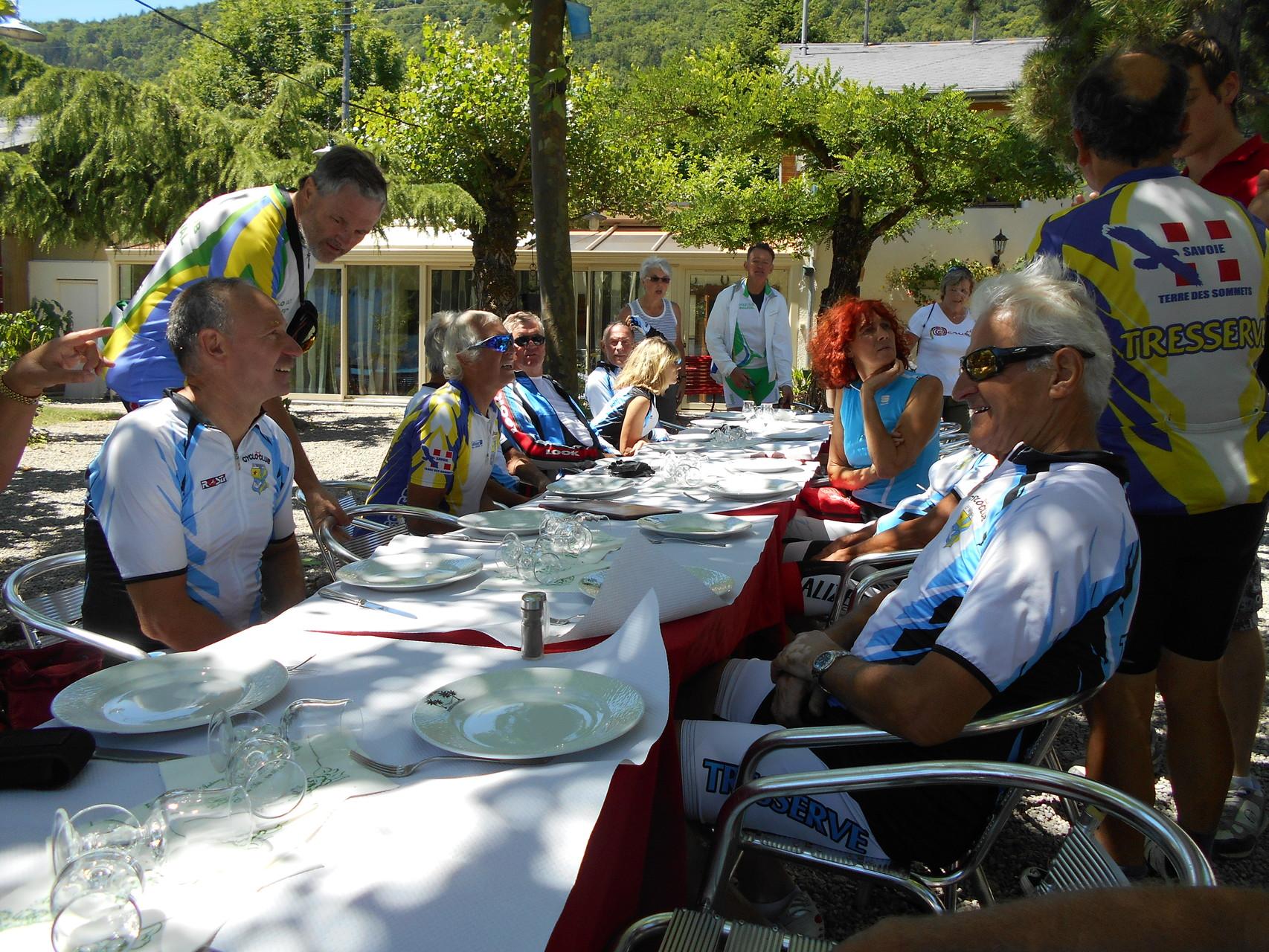 Déjeuner au bord du lac d'Annecy