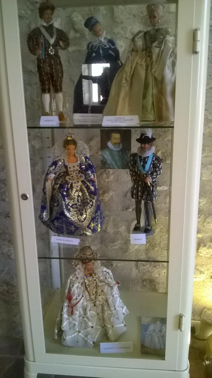 """Meung sur Loire - Les """"Barbie"""" en vêtements d'époques"""