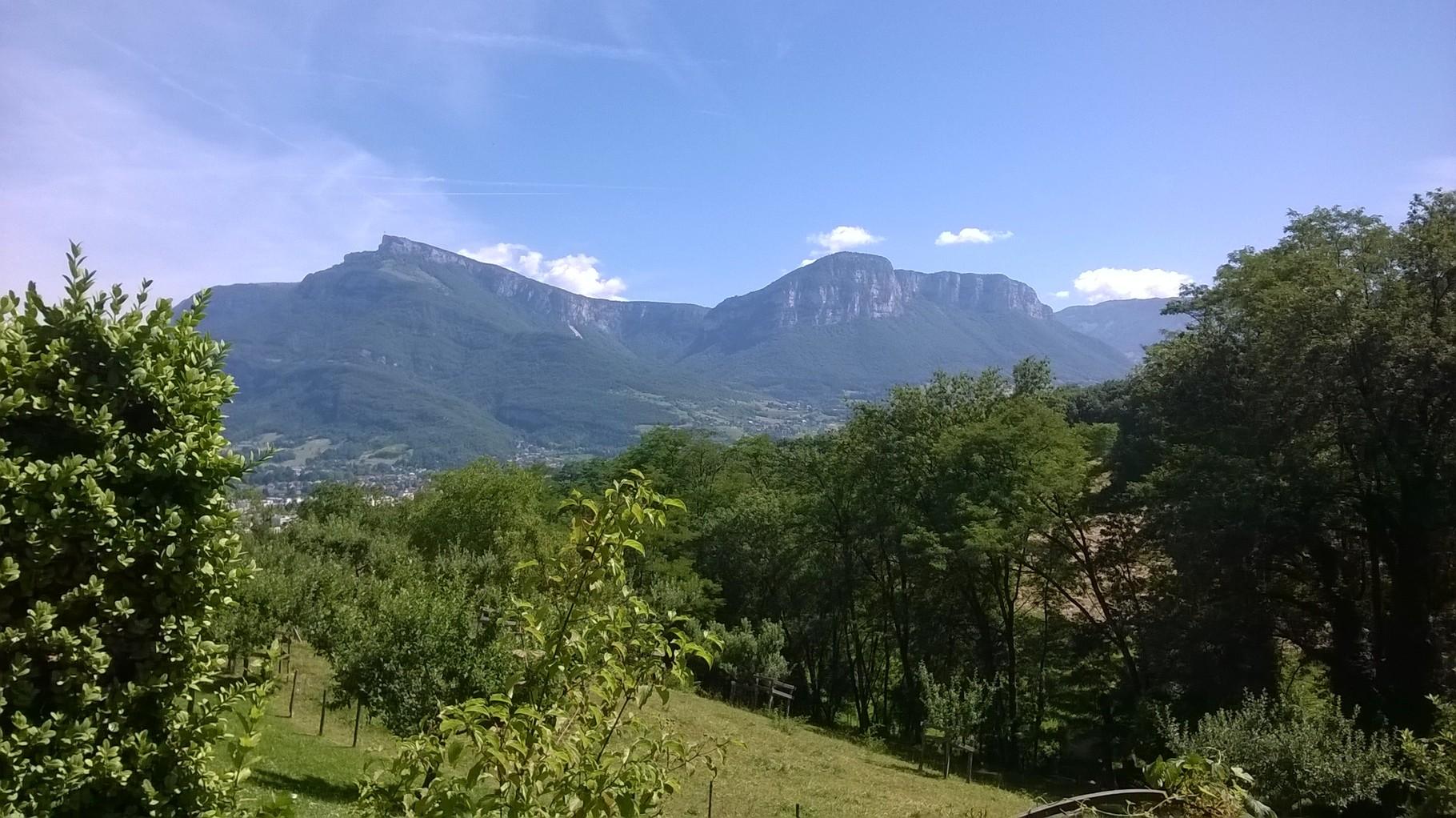 Vue depuis le jardin des Charmettes près de Chambéry