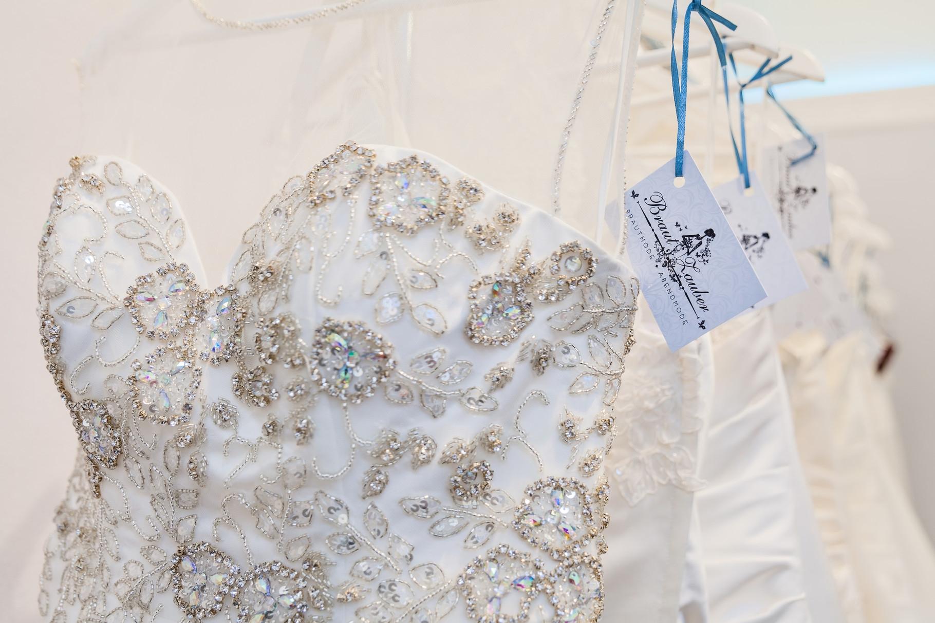 Hochzeits- und Festmode- wir kleiden Sie für Ihren großen Auftritt perfekt ein!