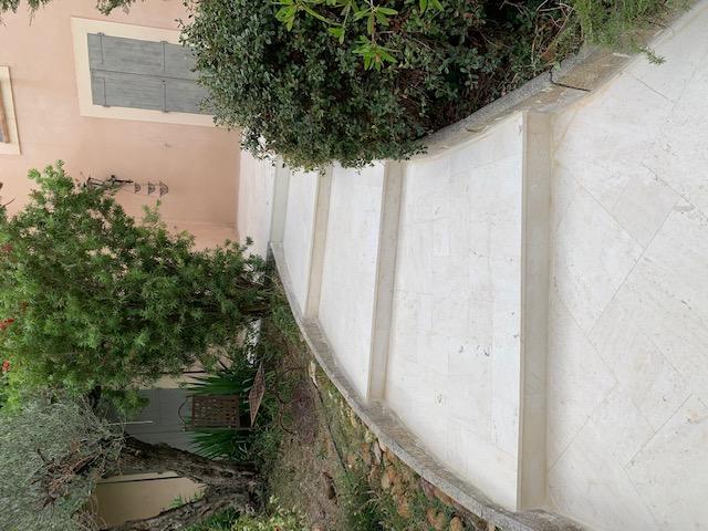 Terrasse en pierre de Verfeuil