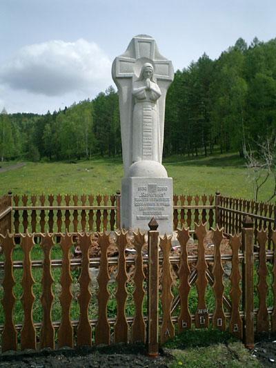 """Am 26. August 2000 eröffnetes Denkmal für die ukrainischen """"Sondersiedler"""" im Dorf Babik bei Maina in Chakassien/Sibirien."""