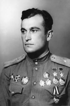 Ahmet-Khan Sultan: zweifacher Held der Sowjetunion, Hauptfigur des ersten krimtatarischen Filmm über deren Deportation 1944, Haytarma