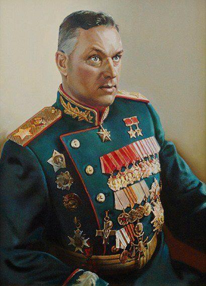 """Konstantin Rokkossowskij, zweifacher Held der Sowjetunion, plante nach vielen militärischen Erfolgen den Finalschlag der Roten Armee, die """"Operation Bagration"""". Opfer der """"Großen Säuberung"""", drei Jahre im Gulag, von dort an die Front zurückgerufen."""