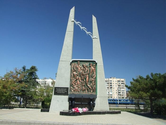 Denkmal für die Opfer der Deportationen von der Krim in Eupatoria, Krim.