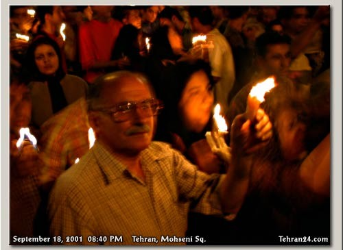 18.09.2001: 1,5 Millionen Iraner*innen auf einer Solidaritätsdemonstration für die Opfer von nine-eleven