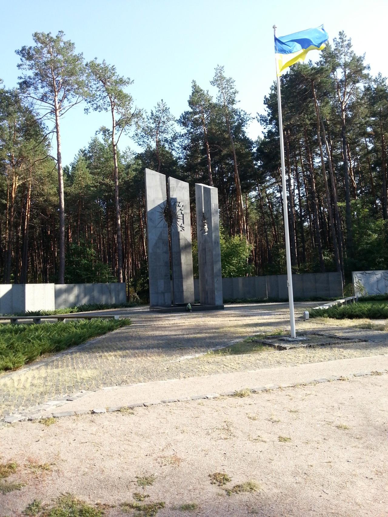 Sie steht auf dem ukrainischen Teil des Friedhofs