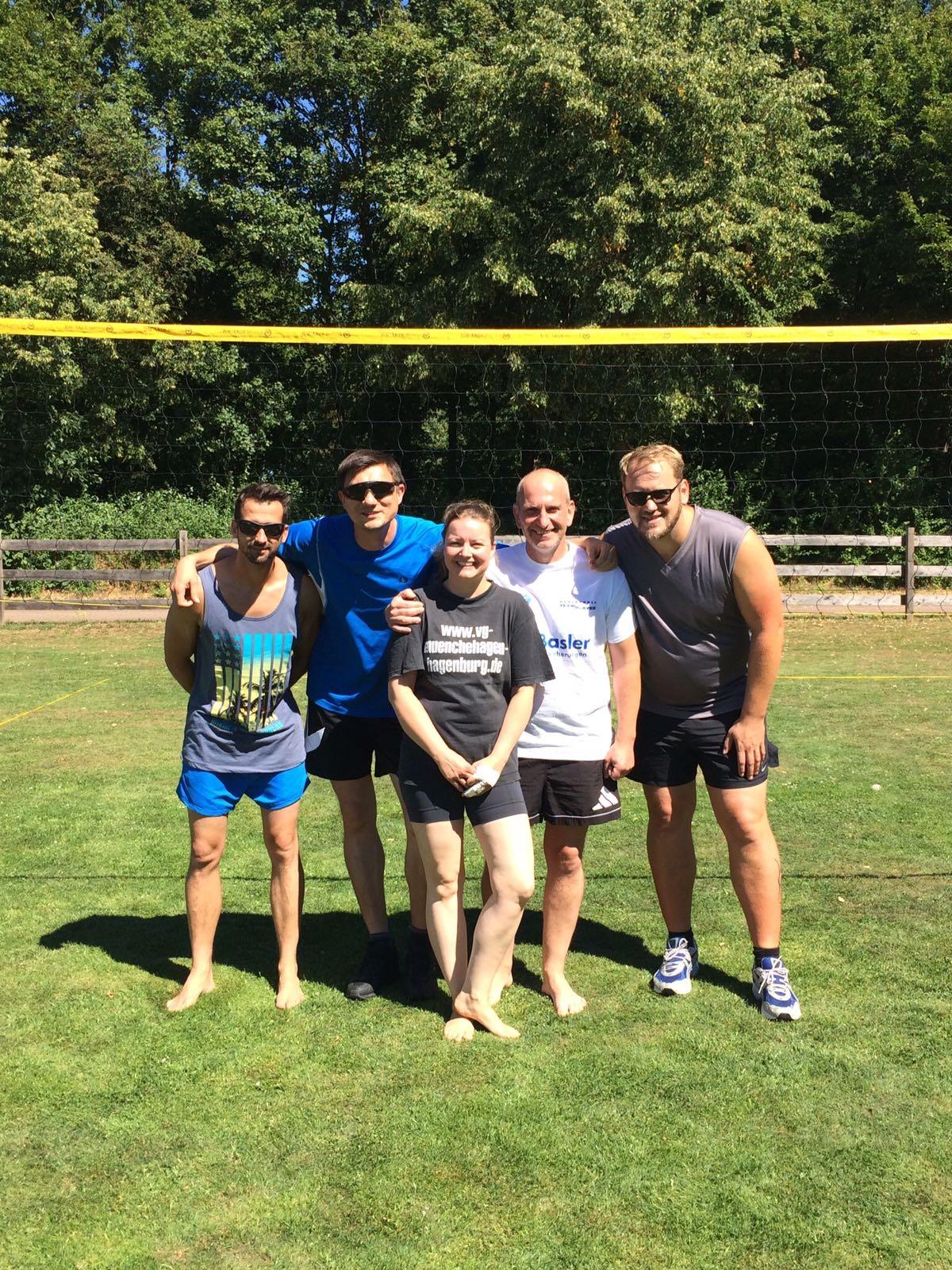 """Unter dem Motto """"Baggern für die Batze"""" holte die Mannschaft des Fördervereins am 30. Juni 2018 den Pokal des Beachvolleyballturniers der Rotarier ins Waldbad. Danke für Euren Einsatz!"""