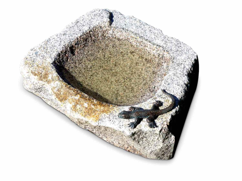 VOGELTRÄNKE EIDECHSE, Bronze und Granit