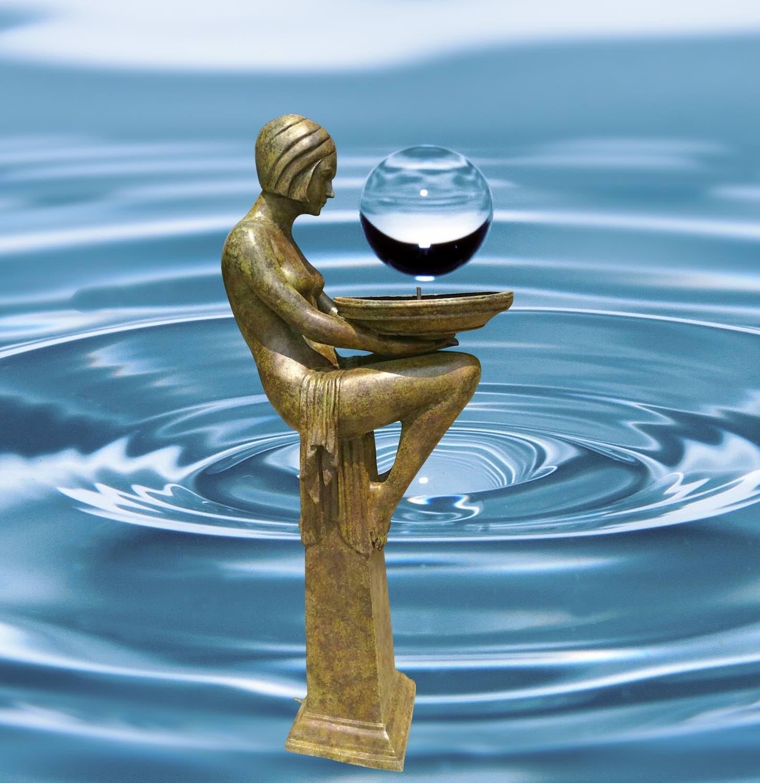 Bronzebrunnen CRYSTAL, Bronzefigur