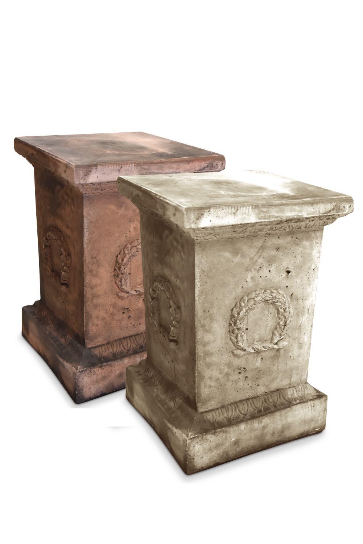 terracotta oder grau patiniert