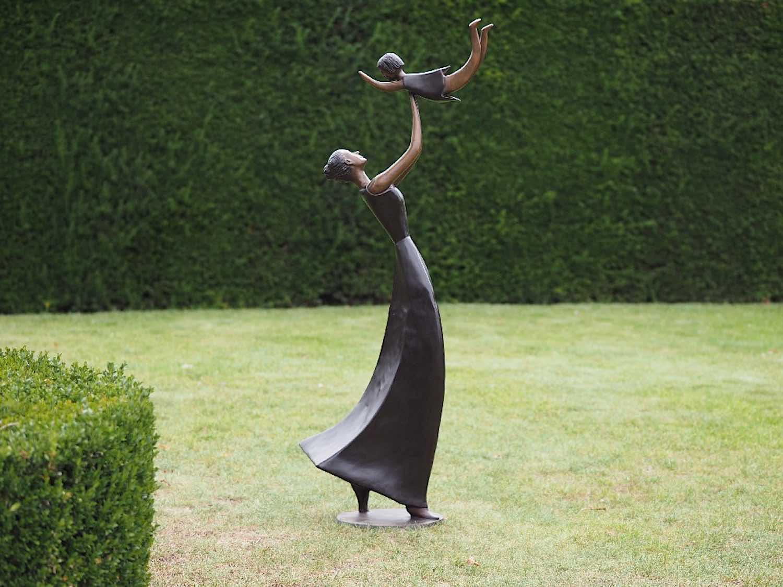 Bronzefigur MUTTER UND KIND, 160 cm